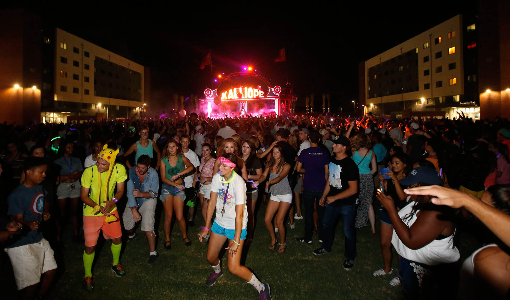 Students Light Up The Grove During Glow Party Gcu Today
